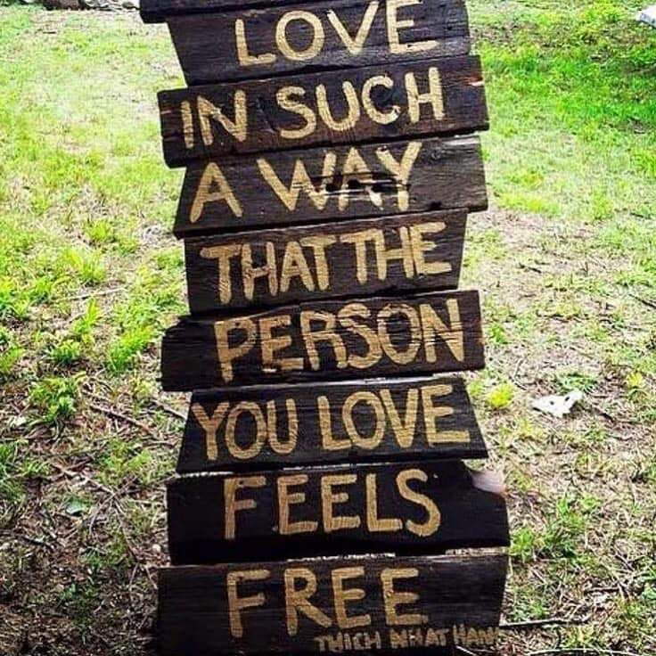 Wooden structure with the quote by Thich Nhat Hanh printed on it: Love in such a way that the person you love feels free.